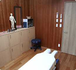 完全個室で照明の調整を行い、患者様が一番リラックスして施術をお受けいただける環境をご用意しました。